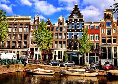 Tulip of Amsterdam B&B Building (center)